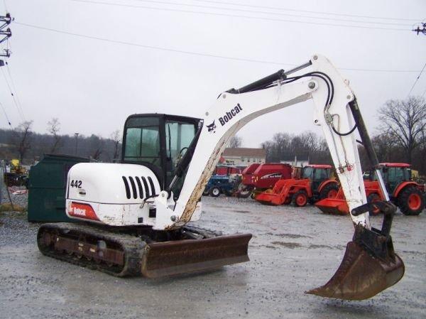 198: Bobcat 442 Mini Excavator with EROPS, 3rd Valve - 3