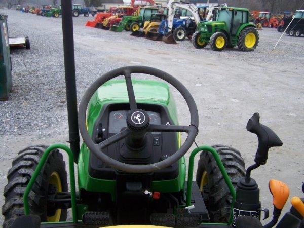 249: John Deere 5325 4x4 Platform Tractor, Loader Valve - 6