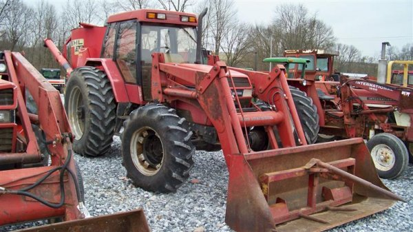 320: Case IH 5130 4x4 Farm Tractor with Cab and Loader