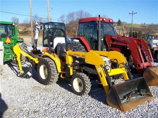237: Cub Cadet 7532 4x4 Compact Tractor, Loader Backhoe