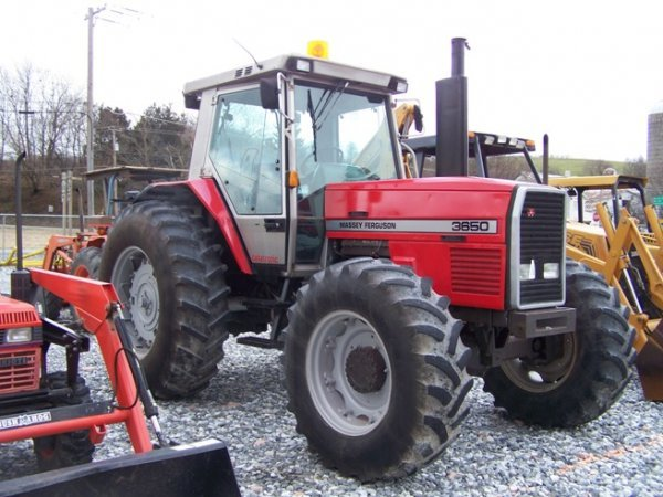 275: Massey Ferguson 3650 4x4 Farm Tractor with Cab