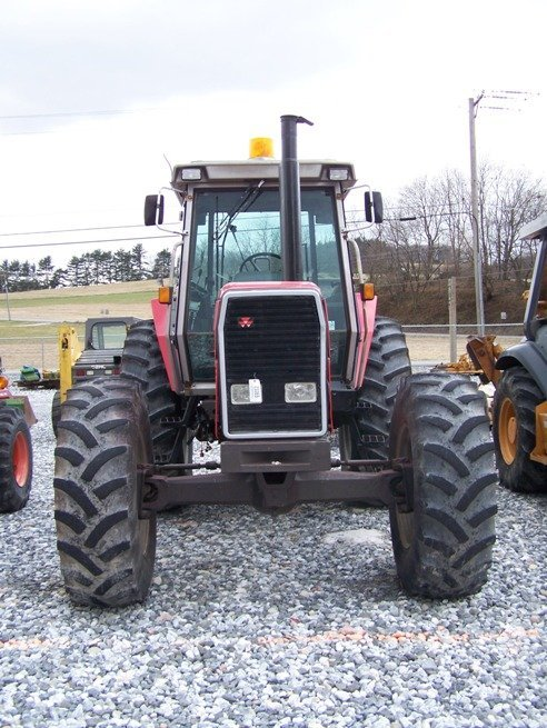 275: Massey Ferguson 3650 4x4 Farm Tractor with Cab - 2