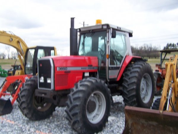 275: Massey Ferguson 3650 4x4 Farm Tractor with Cab - 3
