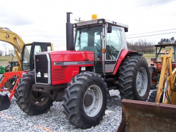 275: Massey Ferguson 3650 4x4 Farm Tractor with Cab - 4