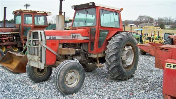 383: Massey Ferguson 285 Diesel Farm Tractor with Cab - 2