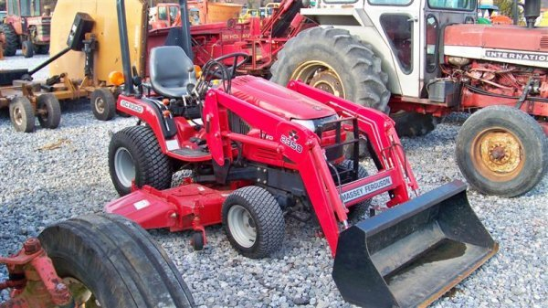 453: Massey Ferguson GC2300 4x4 Tractor with Loader