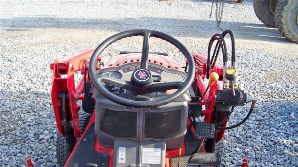 453: Massey Ferguson GC2300 4x4 Tractor with Loader - 6