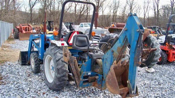 483: Ford NH 1620 4x4 Compact Tractor Loader Backhoe - 4