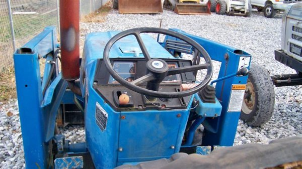 483: Ford NH 1620 4x4 Compact Tractor Loader Backhoe - 6