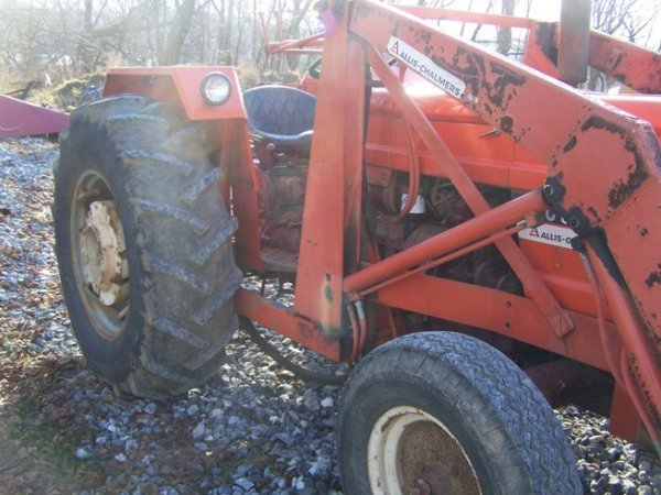 574: Allis Chalmers 5050 Tractor with Loader - 10