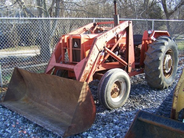 574: Allis Chalmers 5050 Tractor with Loader