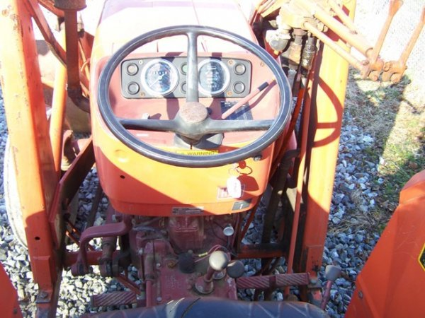 574: Allis Chalmers 5050 Tractor with Loader - 6
