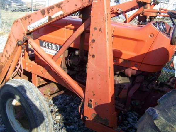 574: Allis Chalmers 5050 Tractor with Loader - 7