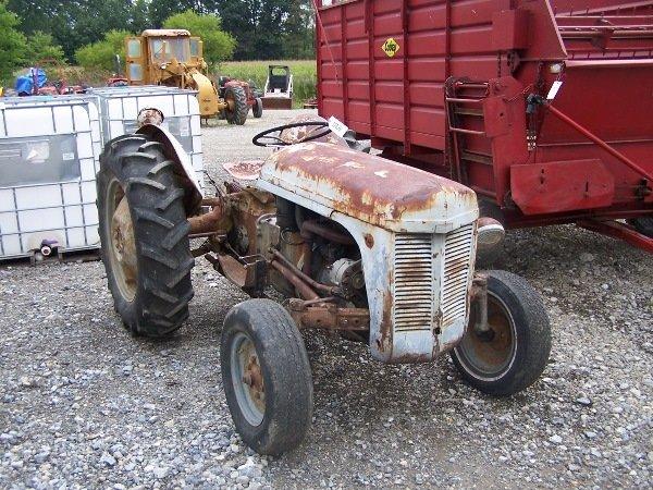 1: Ferguson TE 20  Tractor