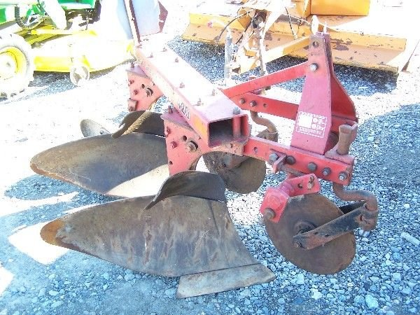 8: CASE-IH 420 3PT 2X PLOW FOR TRACTOR VERY NICE