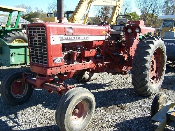 13: INTERNATIONAL FARMALL IH 656 TRACTOR W.F. 1800 HRS.