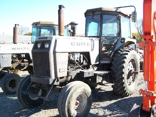 18: WHITE 2-135 FARM TRACTOR W/ CAB AND AIR, DUALS