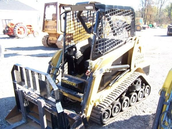 24: POSI-TRAC RC-30 SKID STEER W/ 500 HOURS BOBCAT TYPE