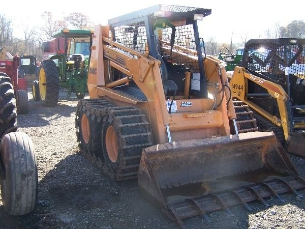 26: CASE 1845C SKID STEER W/ BUCKETS AND TRACKS  - 4