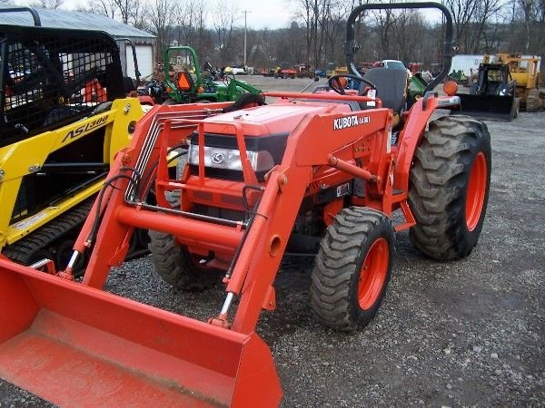 167: NICE KUBOTA L3710 COMPACT TRACTOR W/ 4X4 LOADER!!