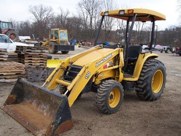 302: LIKE NEW JOHN DEERE 110 TRACTOR LOADER 4X4 ONLY 10