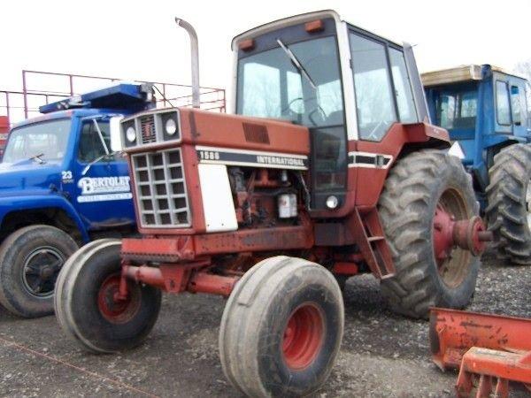 14: International 1586 Tractor w/ Cab & Air ABSOLUTE SA