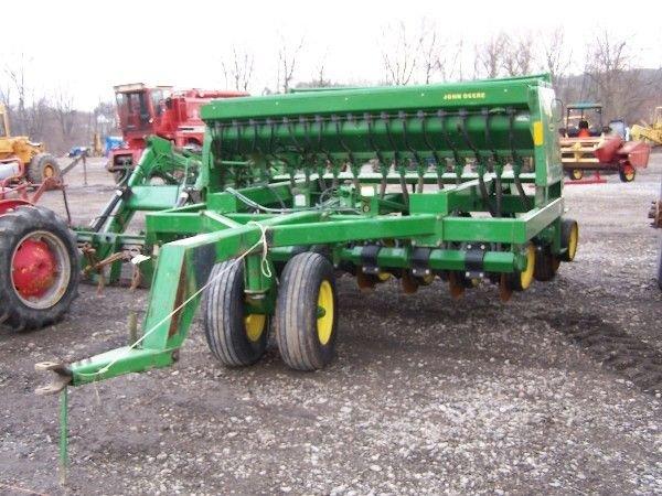 26: John Deere 750 10' No Till Drill w/ Seed Box