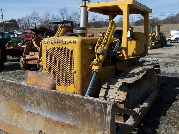 160: Cat D4D Bull Dozer. Absolute Auction!!!