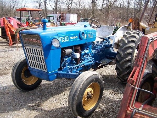 202: Nice Ford 3000 Gas Tractor w/ Power Steering!!!