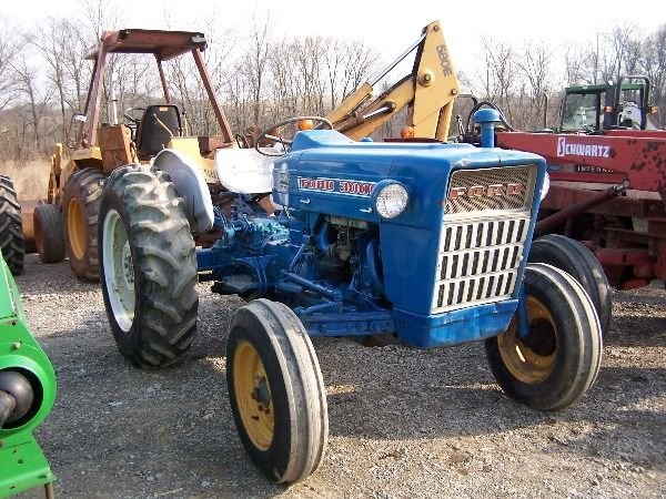 202: Nice Ford 3000 Gas Tractor w/ Power Steering!!! - 2