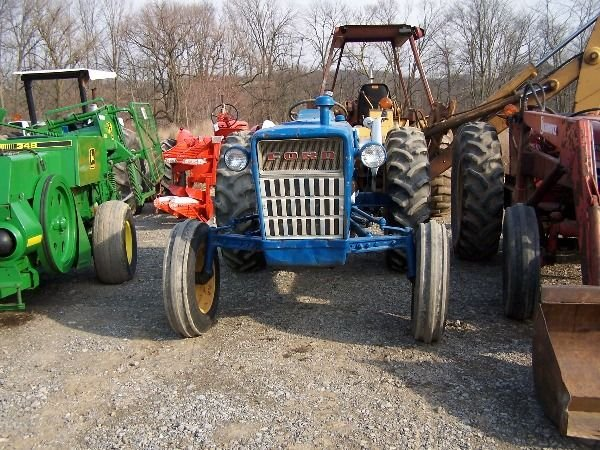 202: Nice Ford 3000 Gas Tractor w/ Power Steering!!! - 3