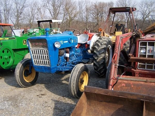 202: Nice Ford 3000 Gas Tractor w/ Power Steering!!! - 4