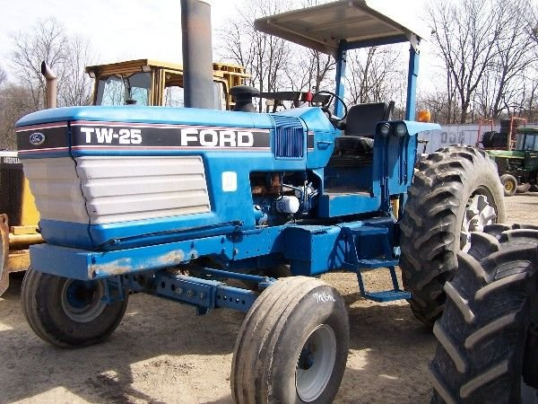 215: Nice Ford TW25 Series 2 Farm Tractor!!!