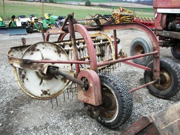 506: International #35 Hay Rake for tractor