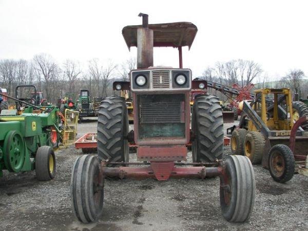 507: International IH 1066 Farm Tractor w/ 2 Post ROPS - 2