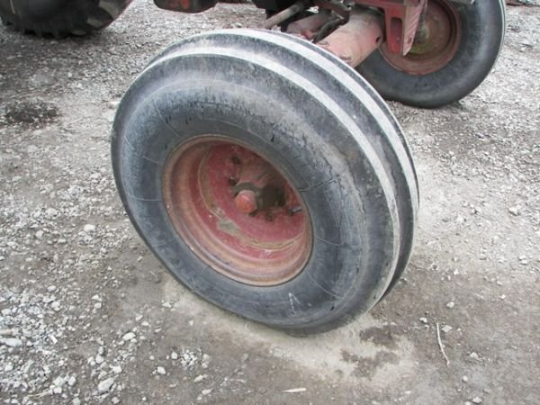 507: International IH 1066 Farm Tractor w/ 2 Post ROPS - 4