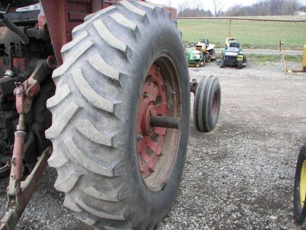 507: International IH 1066 Farm Tractor w/ 2 Post ROPS - 5