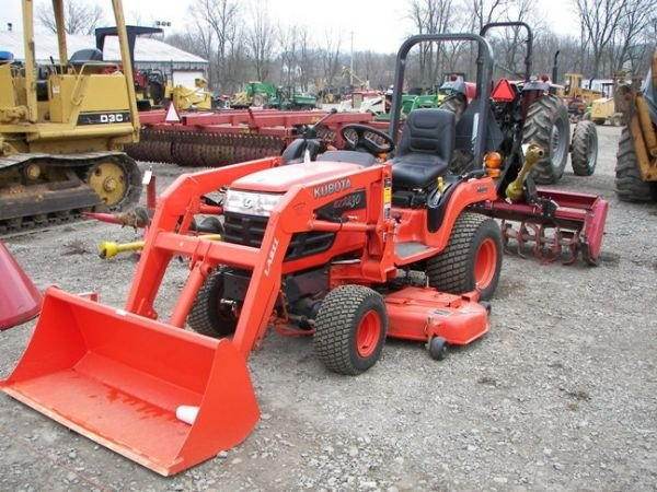 522: Nice Kubota BX2230 Compact Tractor w/ Loader + Mow