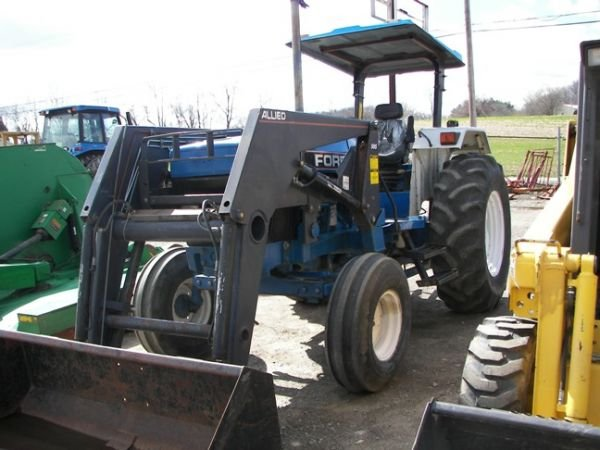 562: Nice Ford 5640 Farm Tractor w/ Allied Loader!!!