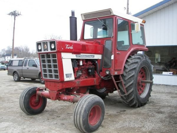 549: International Farmall 1066 Tractor w/ Cab only 500