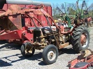 20: Massey Ferguson 65 Tractor w/ Loader!!