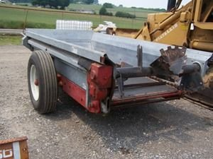 561: Like New New Idea 3715 Manure Spreader for Tractor - 9