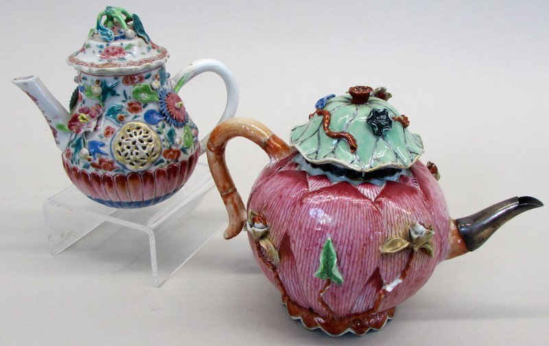 Two Chinese Export Tea Pots - 2