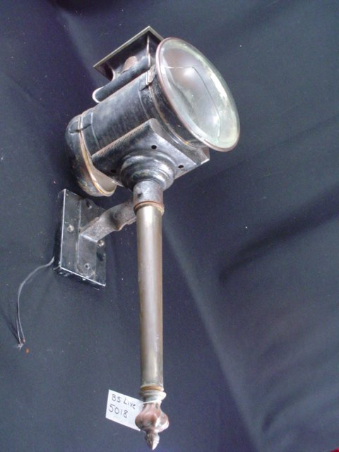 5018: Barbra Streisand Antique Street Lamps
