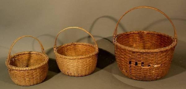 36: Three New York baskets, round woven. Minor damages.