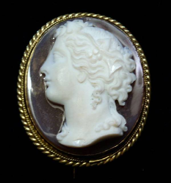42: Gold pin with stone cameo side profile, 19th c. 1.5