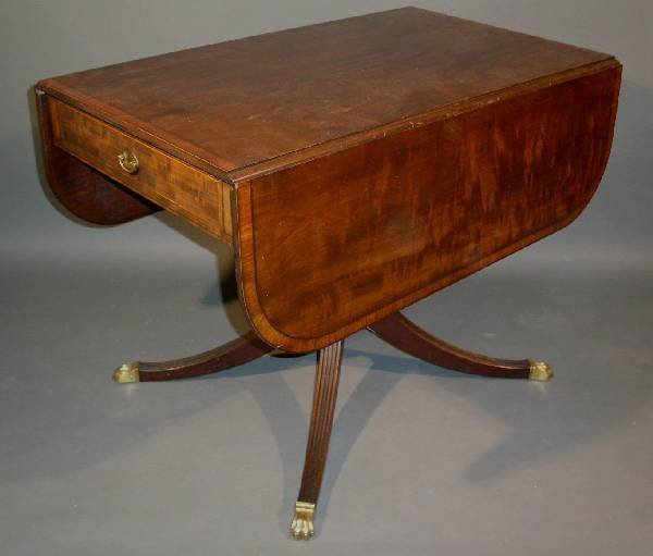 417:   Duncan Phyfe style mahogany drop-leaf table with