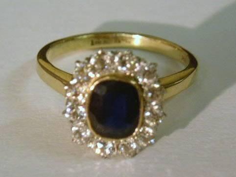 14: Ladies sapphire & 14k gold ring with 12 diamonds 5.