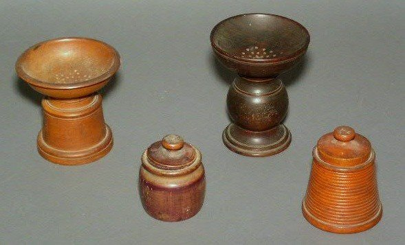 18: Group of treen ware incl. two sanders and two cover