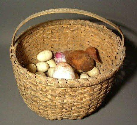 260:  Splintwood gathering basket, nest & darning eggs